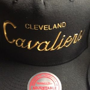 Mitchell & Ness Accessories - Cleveland Cavaliers SnapBack hat set of 2